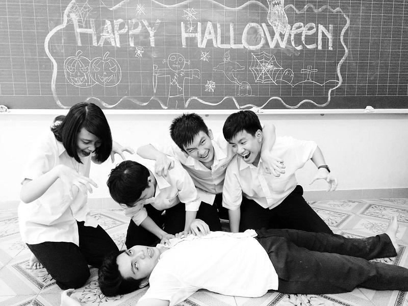 hallowen hạnh phúc cùng hear us now